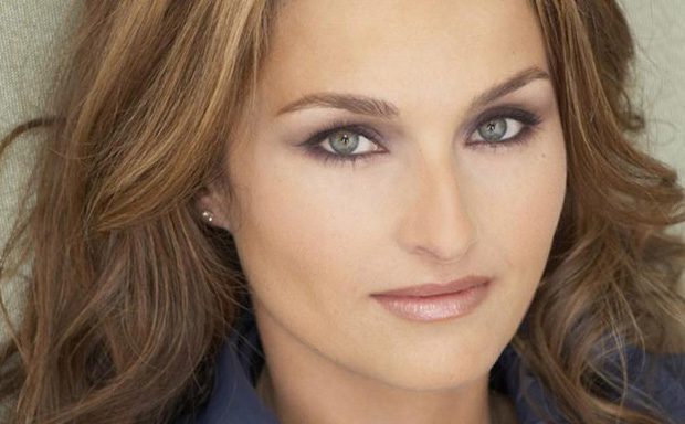 Top 10 phụ nữ nổi tiếng có đôi mắt đẹp nhất thế giới theo Wonderslist - Ảnh 6.