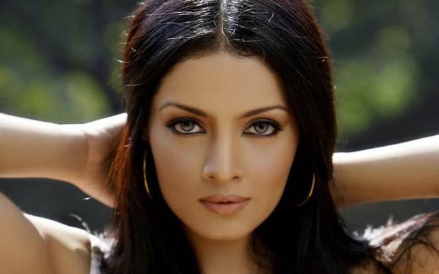 Top 10 phụ nữ nổi tiếng có đôi mắt đẹp nhất thế giới theo Wonderslist - Ảnh 8.