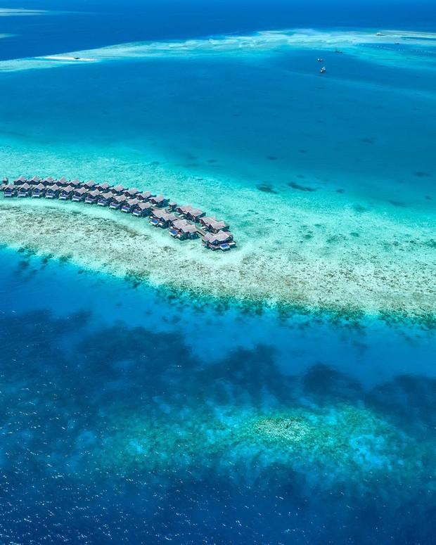 Góc ngược đời: Ngày xưa thì tranh nhau ở resort 5 sao nhưng giờ ai đi Maldives cũng đòi... ra giữa biển ngủ!  - Ảnh 1.