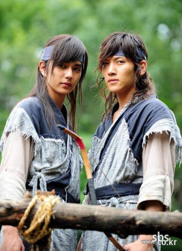 Khoảnh khắc màn ảnh đẹp điên đảo của Ji Chang Wook: Hoàng thượng nào lại có body ngon như cơm mẹ nấu thế này? - Ảnh 4.