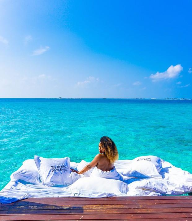 Góc ngược đời: Ngày xưa thì tranh nhau ở resort 5 sao nhưng giờ ai đi Maldives cũng đòi... ra giữa biển ngủ!  - Ảnh 6.