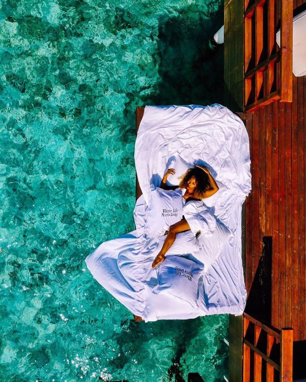 Góc ngược đời: Ngày xưa thì tranh nhau ở resort 5 sao nhưng giờ ai đi Maldives cũng đòi... ra giữa biển ngủ!  - Ảnh 5.