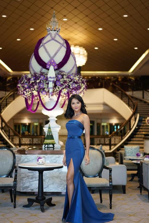 HHen Niê ăn diện quyến rũ, cùng dàn mỹ nhân Miss Universe làm phù dâu trong đám cưới Hoa hậu Thái Lan - Ảnh 6.