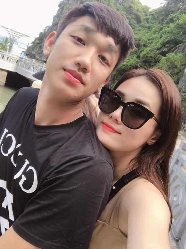 Dàn WAGs xinh đẹp của đội tuyển Việt Nam đi du lịch hè: Ai cũng check-in với thần thái sang chảnh nhưng Nhật Lê gây ấn tượng nhất với vẻ sexy - Ảnh 6.