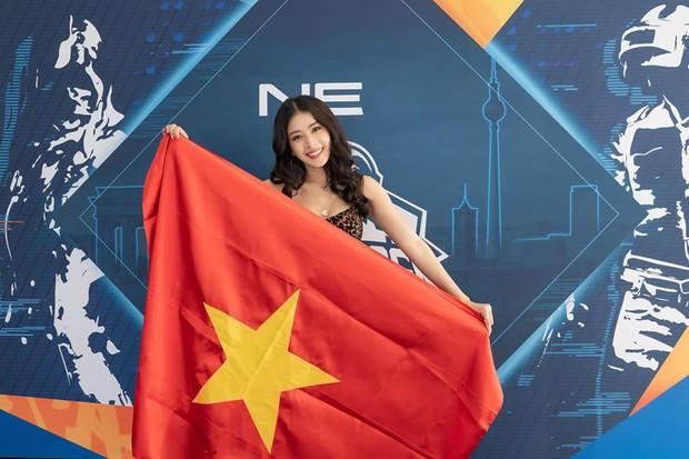 Chơi game có thể không hay, nhưng thần thái và nhan sắc của Chi Pu ăn đứt loạt khách mời tại Chung kết PUBG Mobile thế giới - Ảnh 10.