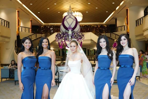 HHen Niê ăn diện quyến rũ, cùng dàn mỹ nhân Miss Universe làm phù dâu trong đám cưới Hoa hậu Thái Lan - Ảnh 1.