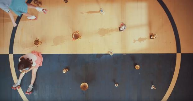 Thêm 1 MV thần thánh dự đoán tương lai gần giống GFRIEND: Từ nghệ sĩ kém tiếng trở thành ban nhạc của năm - Ảnh 3.