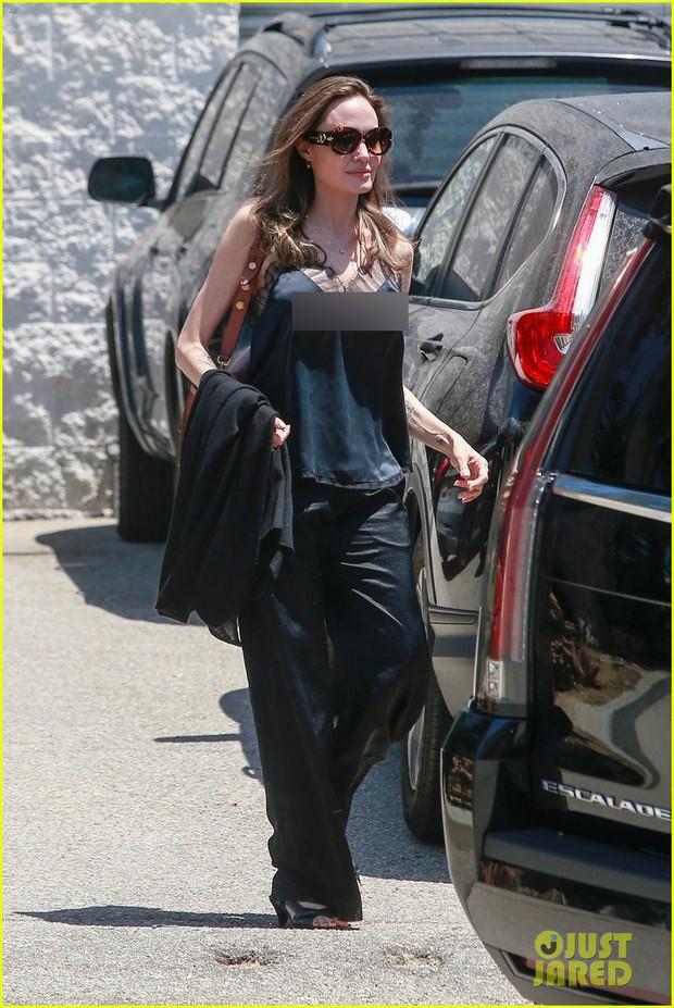 Angelina Jolie tự tin gia nhập hội thả rông, nhưng nhìn đến cánh tay gầy trơ cả xương mới sốc - Ảnh 4.