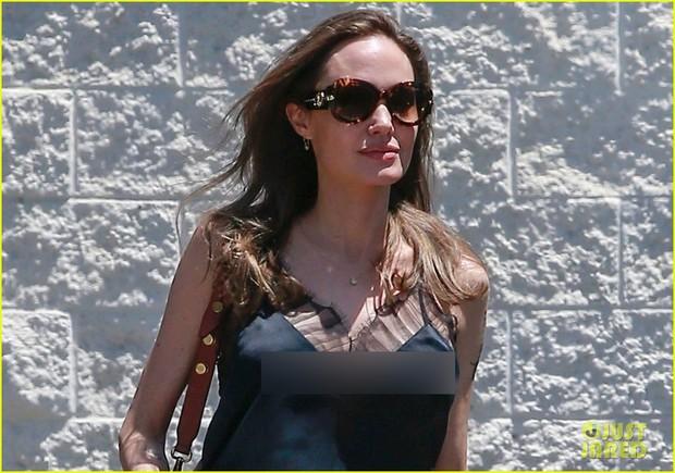 Angelina Jolie tự tin gia nhập hội thả rông, nhưng nhìn đến cánh tay gầy trơ cả xương mới sốc - Ảnh 5.