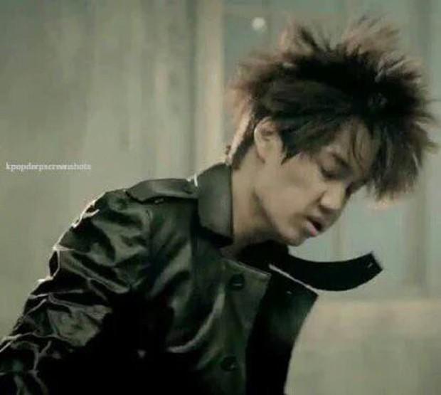 Top bức ảnh dìm hàng đến mức thành huyền thoại của idol Kpop: Giữ mình nửa đời không bằng 1 giây sơ suất - Ảnh 2.