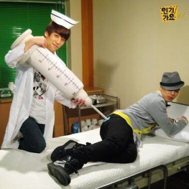 Top bức ảnh dìm hàng đến mức thành huyền thoại của idol Kpop: Giữ mình nửa đời không bằng 1 giây sơ suất - Ảnh 11.