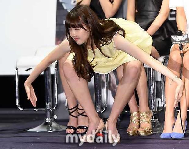 Top bức ảnh dìm hàng đến mức thành huyền thoại của idol Kpop: Giữ mình nửa đời không bằng 1 giây sơ suất - Ảnh 5.