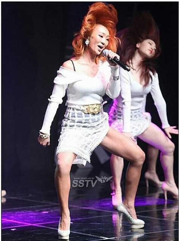 Top bức ảnh dìm hàng đến mức thành huyền thoại của idol Kpop: Giữ mình nửa đời không bằng 1 giây sơ suất - Ảnh 6.