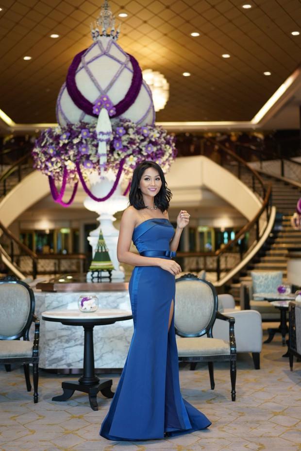 HHen Niê ăn diện quyến rũ, cùng dàn mỹ nhân Miss Universe làm phù dâu trong đám cưới Hoa hậu Thái Lan - Ảnh 5.