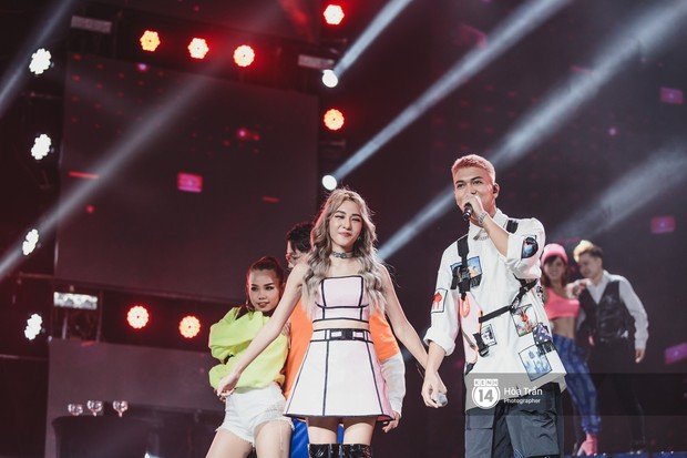 Jaejoong (JYJ) điển trai phát hờn, Hyomin sexy đọ sắc cùng Hoàng Thùy Linh và dàn nghệ sĩ Vpop tại show Hàn - Việt - Ảnh 9.