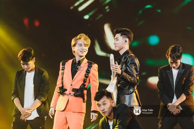 Jaejoong (JYJ) điển trai phát hờn, Hyomin sexy đọ sắc cùng Hoàng Thùy Linh và dàn nghệ sĩ Vpop tại show Hàn - Việt - Ảnh 8.