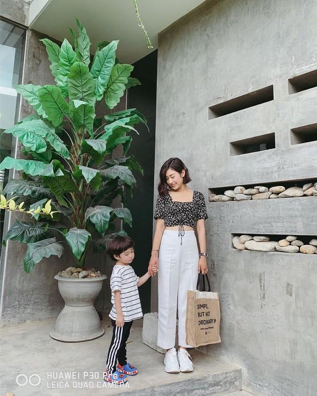 Street style hot mom: Meo Meo diện trend bút nhớ dòng, chị dâu Bảo Thy khoe dáng nuột dù mới sinh không lâu - Ảnh 2.