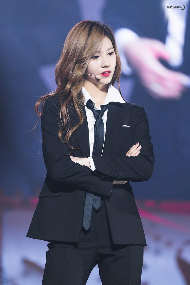 Idol Hàn khi diện suit hầu như thành soái tỷ nhưng lột xác nhất là Sana còn gây hoang mang nhất là Lisa - Ảnh 7.
