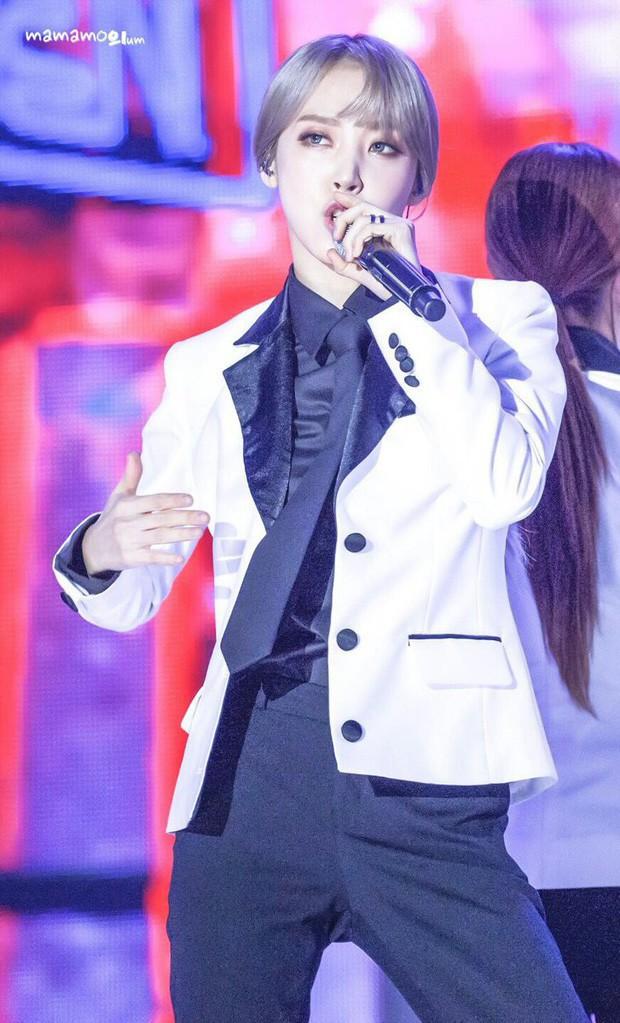 Idol Hàn khi diện suit hầu như thành soái tỷ nhưng lột xác nhất là Sana còn gây hoang mang nhất là Lisa - Ảnh 2.