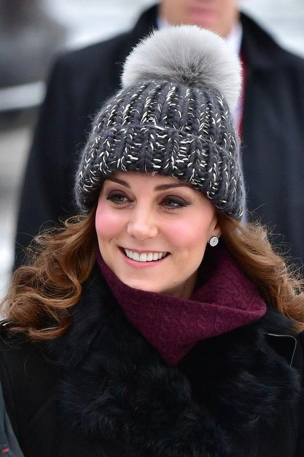 4 lỗi trang phục của công nương Kate Middleton từng mắc phải: Từ lộ nội y đến thiếu tinh tế đều có đủ - Ảnh 11.
