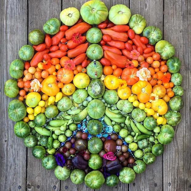 Không những sở hữu khu vườn với đủ loại rau xanh và trái ngọt, bà mẹ 2 con này còn xếp củ quả chụp ảnh siêu đẹp - Ảnh 20.