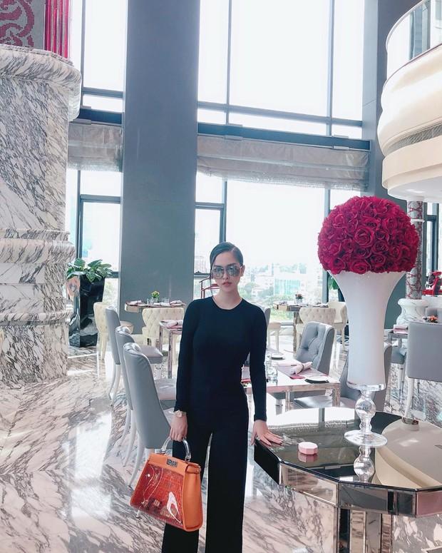 Street style hot mom: Meo Meo diện trend bút nhớ dòng, chị dâu Bảo Thy khoe dáng nuột dù mới sinh không lâu - Ảnh 7.