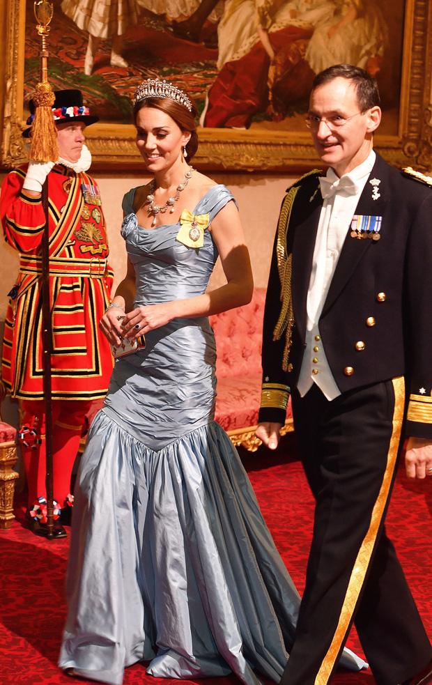 4 lỗi trang phục của công nương Kate Middleton từng mắc phải: Từ lộ nội y đến thiếu tinh tế đều có đủ - Ảnh 7.