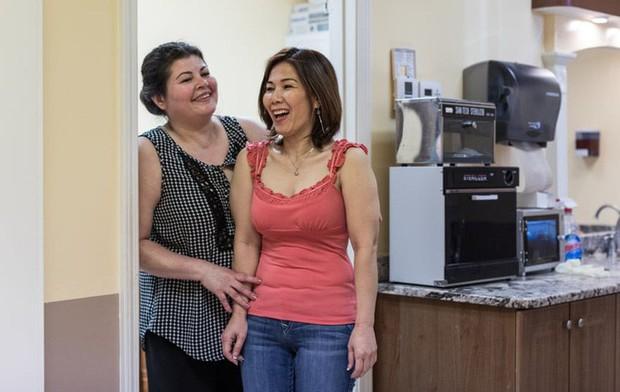 Câu chuyện của 2 phụ nữ gốc Việt làm nghề nail ở Mỹ: Tiền kiếm dễ nhưng nước mắt chảy ngược vào trong, đánh đổi sức khỏe để mưu sinh trên đất khách - Ảnh 7.