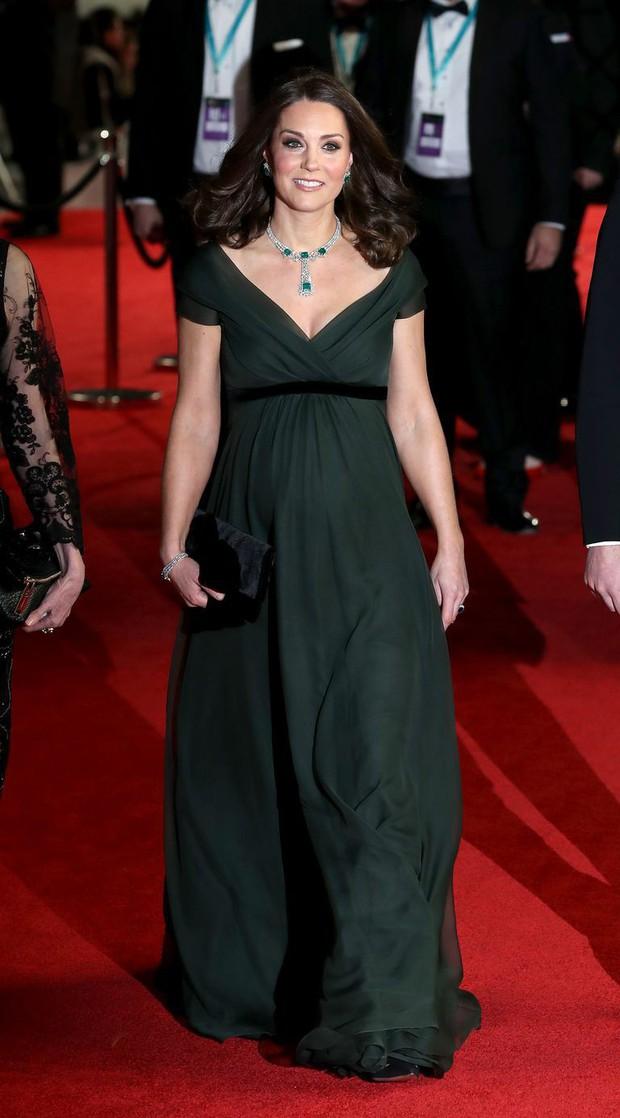 4 lỗi trang phục của công nương Kate Middleton từng mắc phải: Từ lộ nội y đến thiếu tinh tế đều có đủ - Ảnh 9.