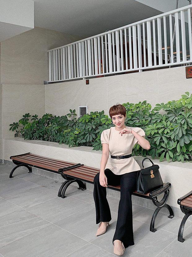 Street style hot mom: Meo Meo diện trend bút nhớ dòng, chị dâu Bảo Thy khoe dáng nuột dù mới sinh không lâu - Ảnh 9.