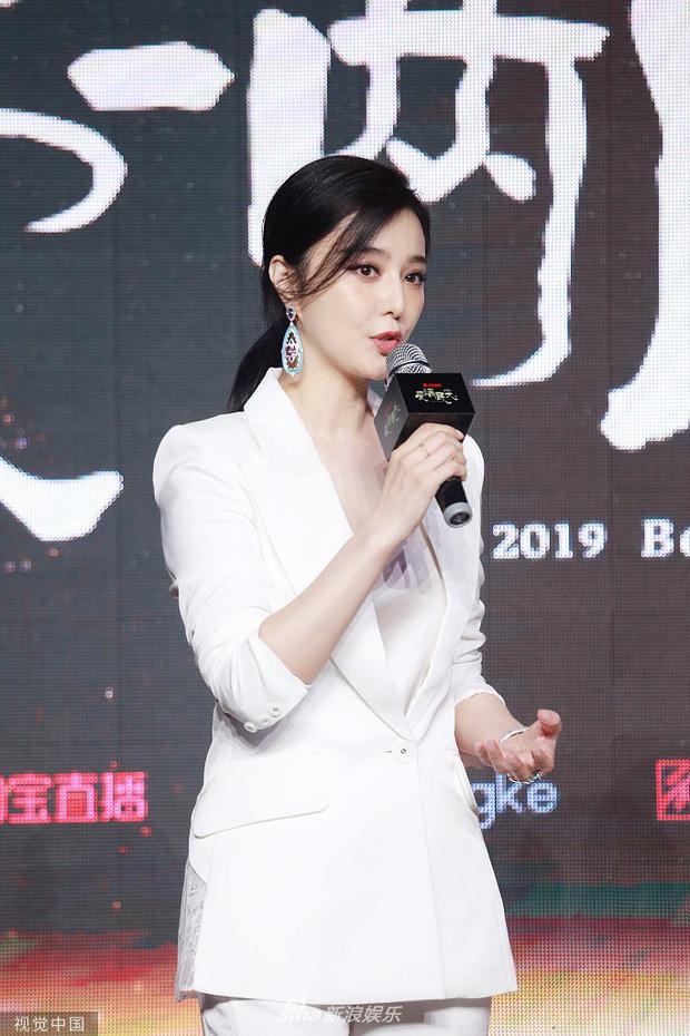 Phạm Băng Băng xuất hiện tại sự kiện chớp nhoáng vẫn giành spotlight, cạnh tranh gay gắt với Đổng Tuyền, Huỳnh Thánh Y - Ảnh 1.