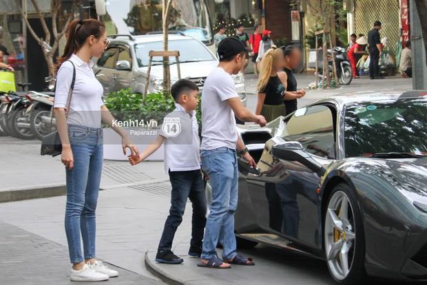 Đàm Thu Trang nắm chặt tay, hôn má Subeo cực tình cảm trong đám cưới với Cường Đô La - Ảnh 6.