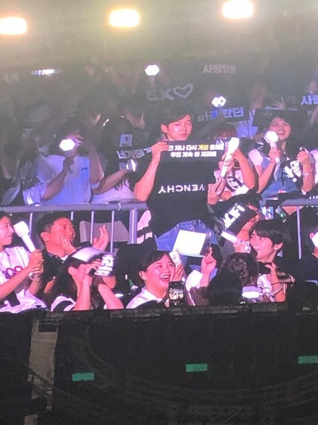 Đến xem concert của EXO, Yunho (DBSK) làm fan cười ngất vì mắc lỗi lanh chanh vô cùng đáng yêu - Ảnh 3.
