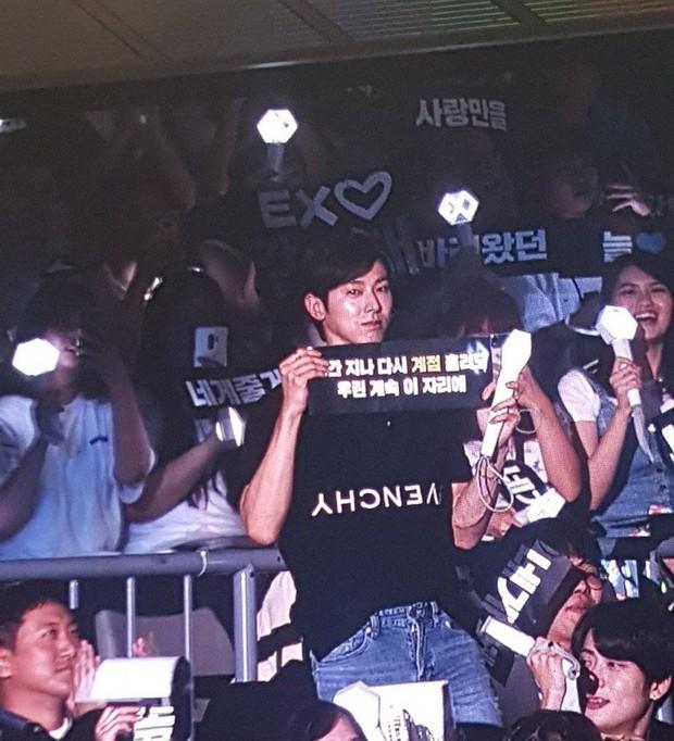 Đến xem concert của EXO, Yunho (DBSK) làm fan cười ngất vì mắc lỗi lanh chanh vô cùng đáng yêu - Ảnh 4.