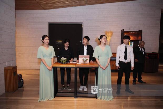 Đám cưới Đàm Thu Trang - Cường Đô La: Dàn xe siêu khủng đồng loạt xuất hiện, an ninh thắt chặt tối đa trước giờ G - Ảnh 2.