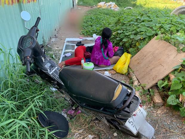 """Phẫn nộ hình ảnh 2 người phụ nữ nằm """"phè phỡn"""" đếm tiền, """"chăn dắt"""" trẻ em và nhóm giả tu hành đi ăn xin ở Sài Gòn - Ảnh 4."""