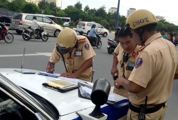 TP.HCM: Buồn bã trở lại chỗ làm, cô gái trẻ bất ngờ khi thấy xe máy của mình bị trộm bỏ lại ven đường - Ảnh 1.