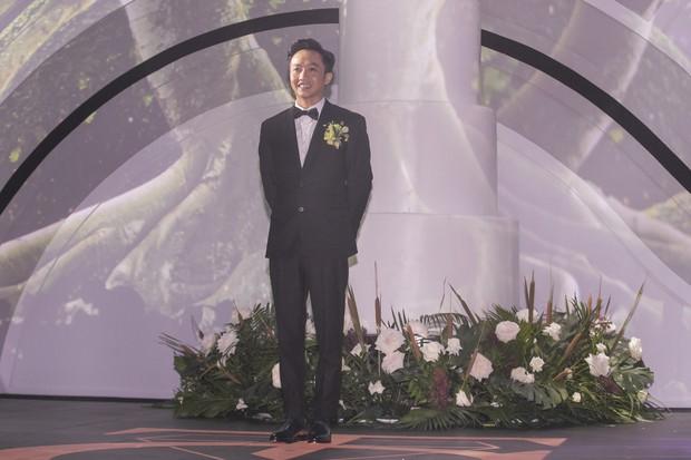 Ảnh đẹp: Đàm Thu Trang diện váy cưới kín đáo, hạnh phúc khoá môi Cường Đô La trong ngày trọng đại - Ảnh 2.