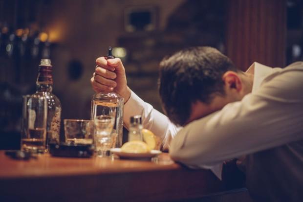 Hút thuốc thụ động thì ai cũng biết, giờ khoa học bảo có cả uống rượu bia thụ động và tác hại nó gây ra cũng cực kỳ kinh khủng - Ảnh 3.