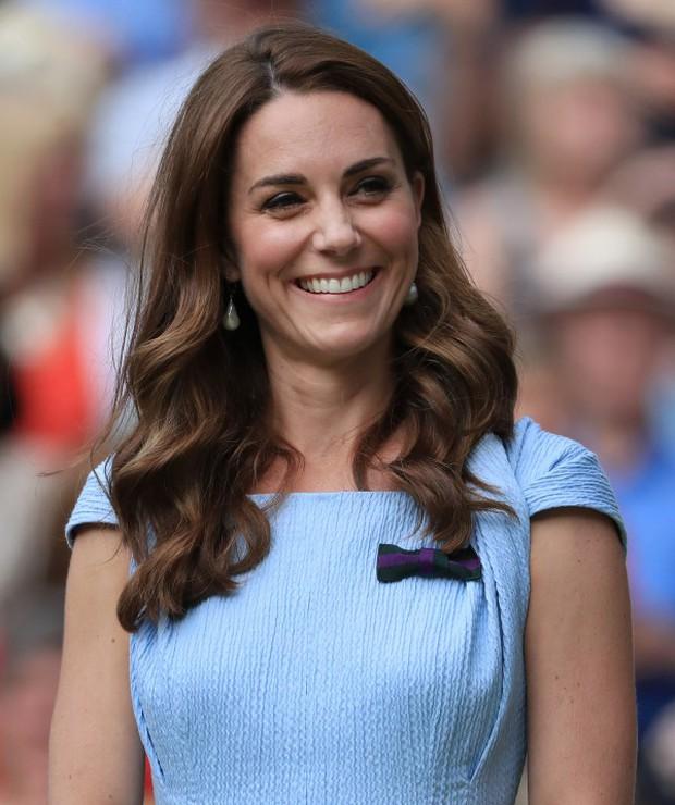 Da nhăn nheo bỗng căng mịn, Công nương Kate bị thẩm mỹ viện rêu rao tiêm botox khiến Hoàng gia Anh phải dẹp loạn - Ảnh 6.