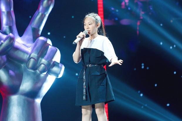 Giọng hát Việt nhí: Lưu Thiên Hương đá xoáy việc làm Hoa hậu, Hương Giang đáp trả sắc bén - Ảnh 2.