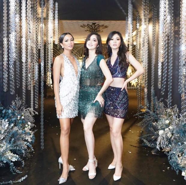 HHen Niê tái sử dụng đôi hài Lọ lem 120 triệu trong đám cưới Hoa hậu Thái Lan - Ảnh 2.