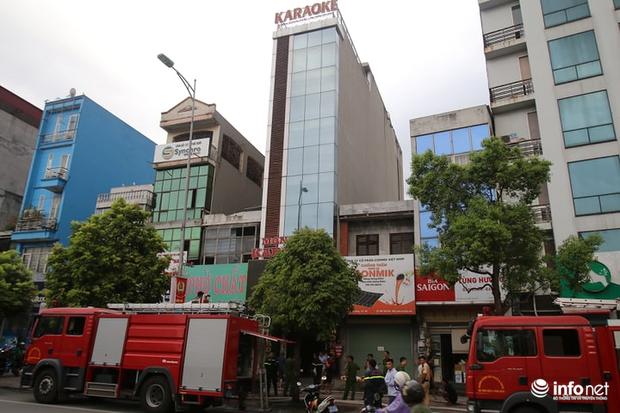 Hà Nội: Cháy quán karaoke 7 tầng trên phố Ngô Gia Tự - Ảnh 1.