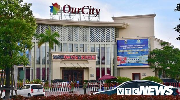 Đột kích đại bản doanh đánh bạc công nghệ cao: Tạm giữ hơn 380 con bạc người Trung Quốc - Ảnh 1.