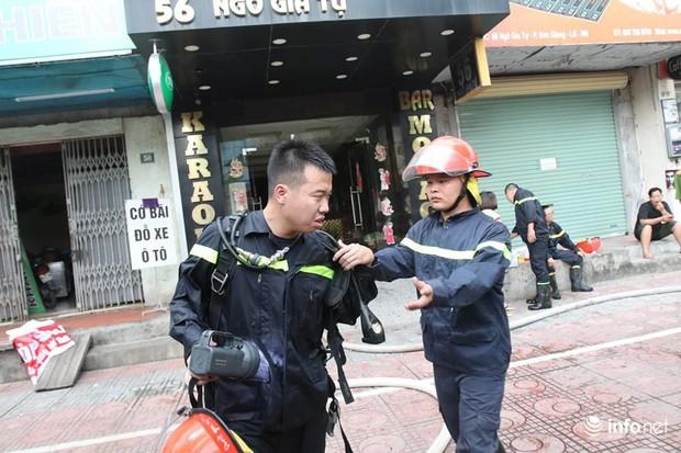 Hà Nội: Cháy quán karaoke 7 tầng trên phố Ngô Gia Tự - Ảnh 4.