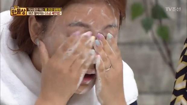 Gái Hàn luôn thêm một thứ vào sữa rửa mặt để da căng mịn và trẻ ra vài tuổi - Ảnh 4.