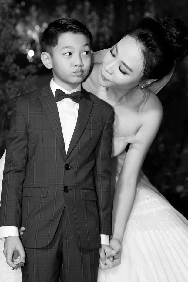 Đàm Thu Trang nắm chặt tay, hôn má Subeo cực tình cảm trong đám cưới với Cường Đô La - Ảnh 5.