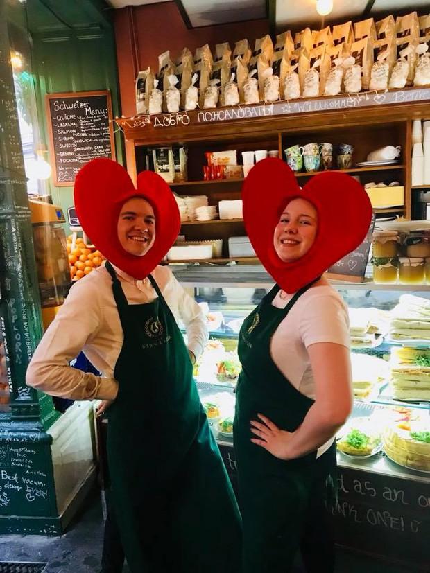 Lisa và Jisoo đăng hình xinh xẻo ở Thuỵ Điển, nhìn background tưởng cửa hàng trái cây nhưng hoá ra lại bán thứ này - Ảnh 11.