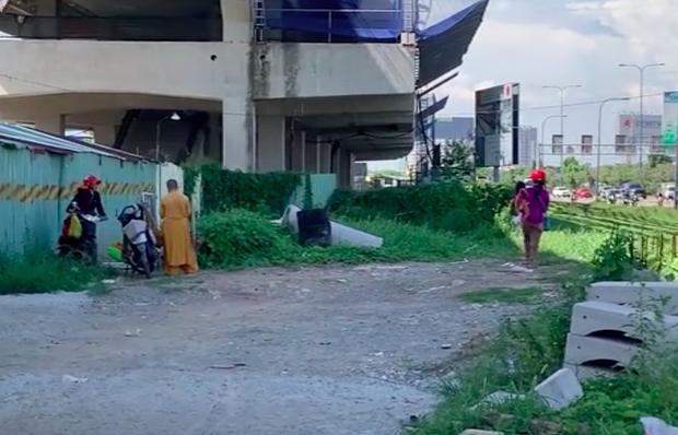 """Phẫn nộ hình ảnh 2 người phụ nữ nằm """"phè phỡn"""" đếm tiền, """"chăn dắt"""" trẻ em và nhóm giả tu hành đi ăn xin ở Sài Gòn - Ảnh 2."""