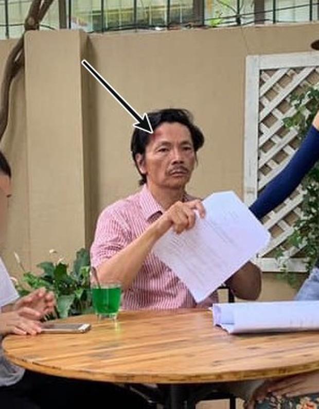 Về Nhà Đi Con lộ ảnh hậu trường bố Sơn bị thương chảy máu đầu? - Ảnh 1.